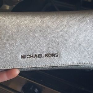 Michael Kors Silver Wallet. Matches purse listed
